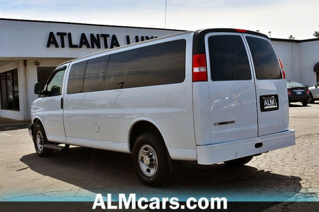 Pre-Owned 2017 Chevrolet Express Passenger LT