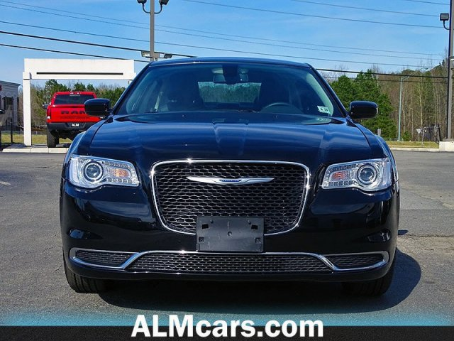 Pre-Owned 2018 Chrysler 300 Touring L